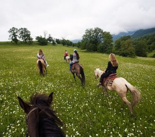 horseback riding tour in Armenia