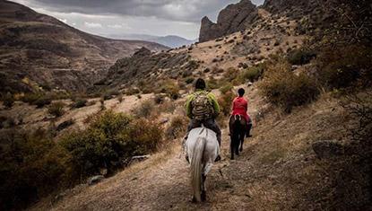 Gomk-horseback-riding